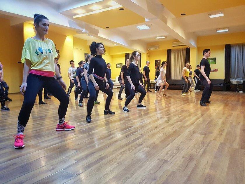 Imagini din timpul cursurilor - dansuri de societate si latino-americane